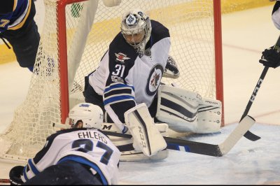 Winnipeg Jets G Ondrej Pavelec undergoes arthroscopic knee surgery