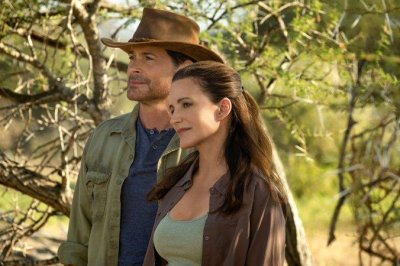 'Holiday in the Wild': Kristin Davis, Rob Lowe visit Africa in first look
