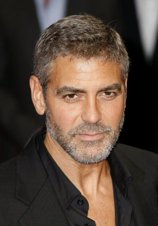 Clooney breaks hand in car door