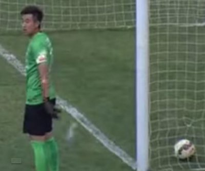 Chinese goalie fined for missing goal during water break