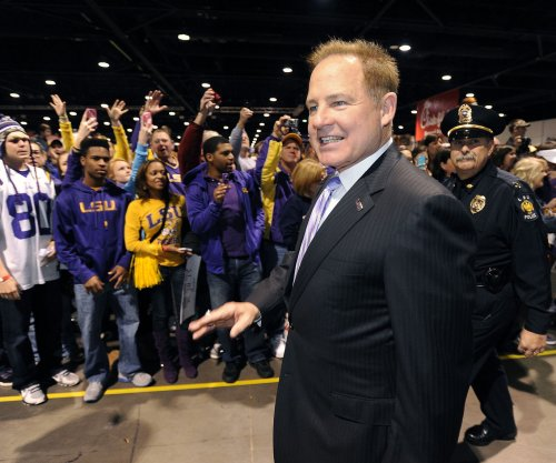 With rumors swirling, LSU's Les Miles told to focus on Texas A&M