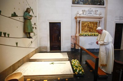 Pope canonizes siblings behind Fatima visions