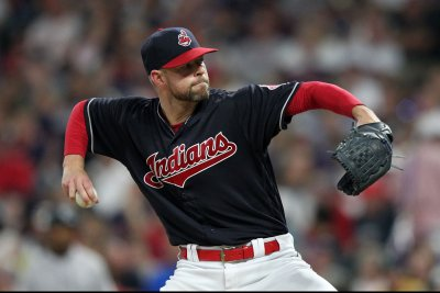 Kluber, Indians take aim at Tigers