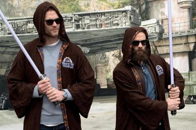 Patriots' Tom Brady, Julian Edelman join the Jedi force after Super Bowl