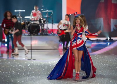 Taylor Swift dissed by Victoria's Secret angel