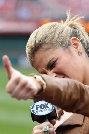 Erin Andrews has awkward interview with SF Giants' Hunter Pence