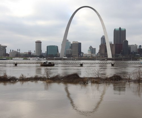 Missouri, Illinois face more flooding, possible freeze warnings