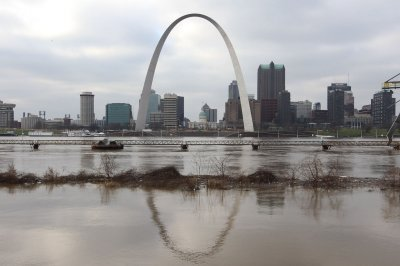 Missouri, Illinois face more flooding, possible freeze warnings