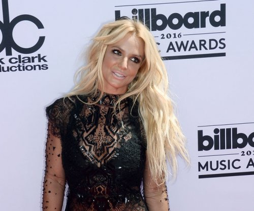 Britney Spears flees after man rushes her onstage