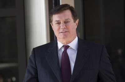 Judge warns Manafort to follow gag order after op-ed