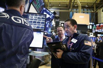 Crude oil futures volatile Friday amid investor risk concerns