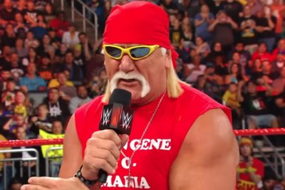 WWE Raw: Hulk Hogan returns, Seth Rollins, Dean Ambrose battle