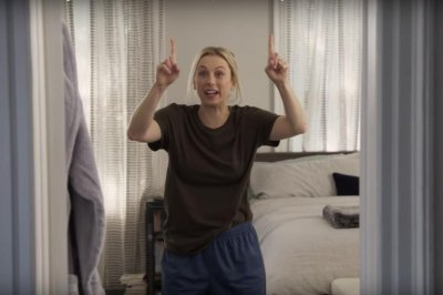 Iliza Shlesinger plays 'husband-wife,' talk show host in 'Sketch Show' trailer
