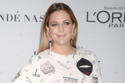 Drew Barrymore, Jessica Alba tackle TikTok's Ahi Challenge