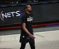 Nets' Kevin Durant suffers thigh injury, leaves early vs. Heat