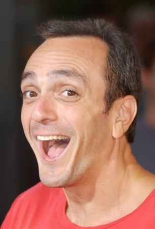 Hank Azaria to be first-time dad