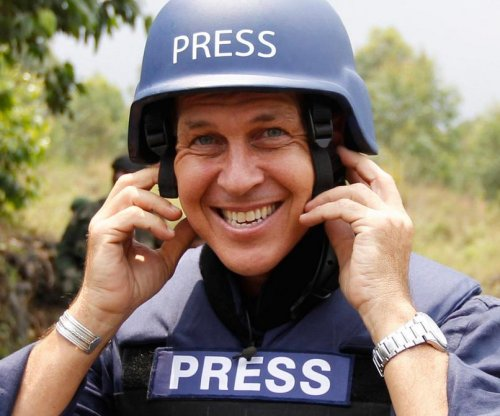 Jailed Al-Jazeera reporter Peter Greste freed and deported from Egypt