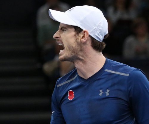 Andy Murray advances in Australian Open