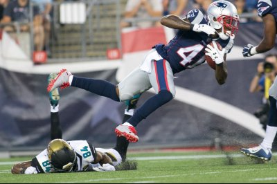 New England Patriots: Cyrus Jones tears ACL, out for year
