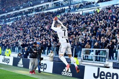 Cristiano Ronaldo scores twice in Juventus win