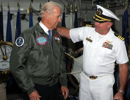 Biden presents military aid to Lebanon