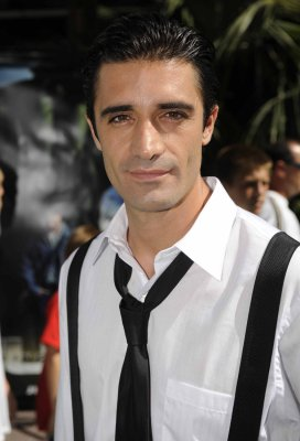 Gilles Marini undergoes shoulder surgery