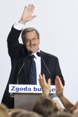 Komorowski sworn in as Poland's president