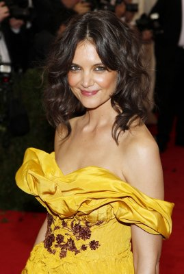 Katie Holmes talks about challenge of playing an emotionless character in 'The Giver'
