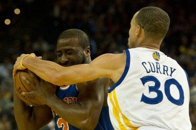 Golden State Warriors beat Mavericks for 15th straight win