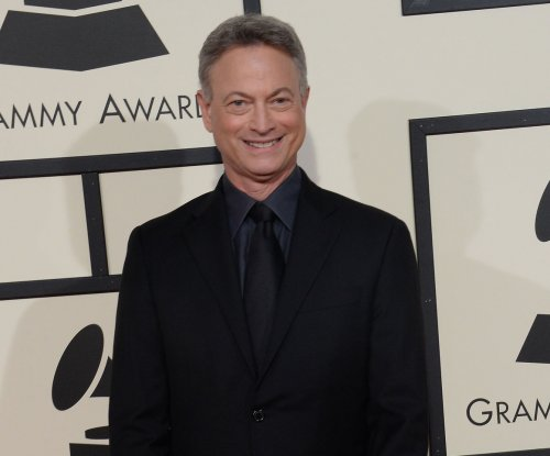 Gary Sinise helps dedicate smart home to wounded veteran