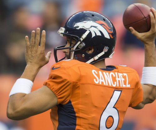 Chicago Bears QB Mark Sanchez hurts knee, out until training camp
