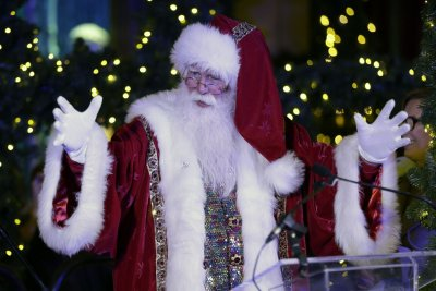 NORAD tracks Santa Claus' Christmas gift delivering journey around the globe