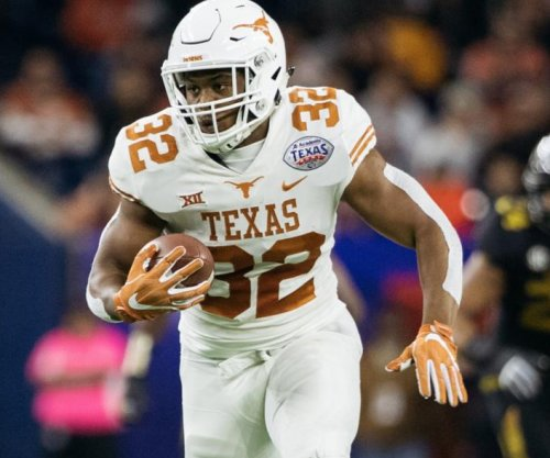 Texas beats Missouri for first bowl win since 2012