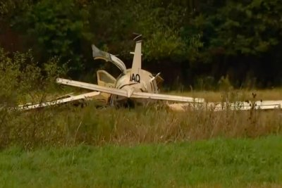 3 dead, 3 injured in plane crash near Michigan airport