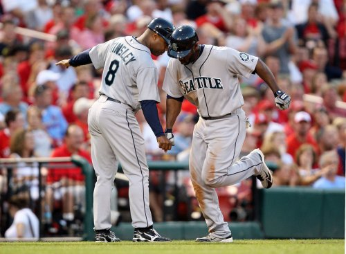 Mariners' Bradley has knee surgery