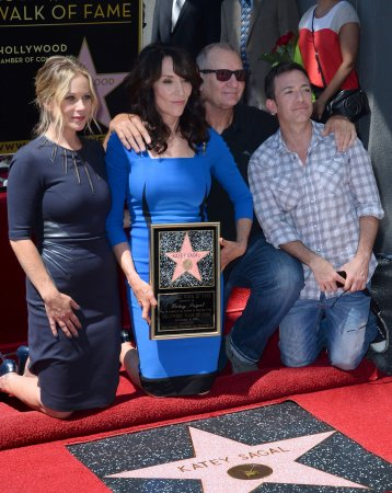 'Married with Children' stars reunite to honor Katey Sagal