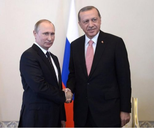 Erdogan meets with Putin in St. Petersburg; says relations entering 'positive phase'