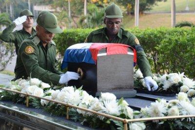 Fidel Castro's ashes begin journey through Cuba