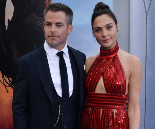Gal Gadot, Chris Pine dazzle at 'Wonder Woman' premiere