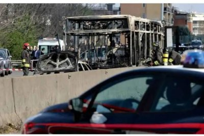 Italian driver hijacks and sets bus on fire with 51 students aboard
