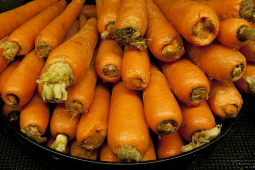 32 tons of carrots dumped on London street for art installation