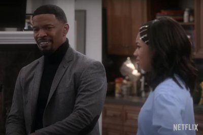 'Dad Stop Embarrassing Me!' trailer shows Jamie Foxx play sitcom dad
