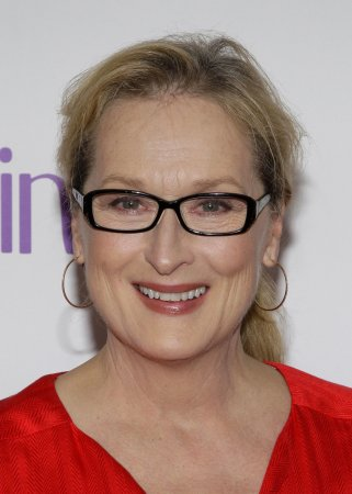 Streep, Clooney, Pattinson to be Golden Globes presenters