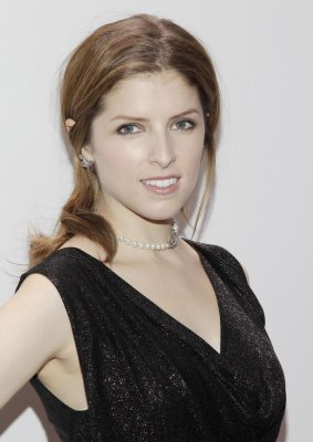 "Anna Kendrick thinks Blake Lively ""is just heaven"""