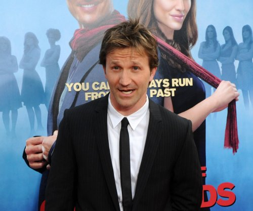Breckin Meyer posts skateboard selfie in honor of 'Clueless' anniversary