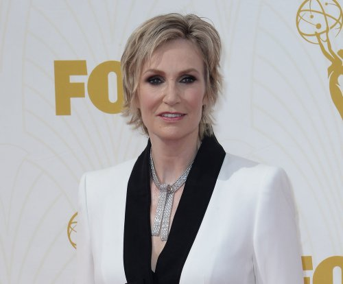 Jane Lynch to host the People's Choice Awards