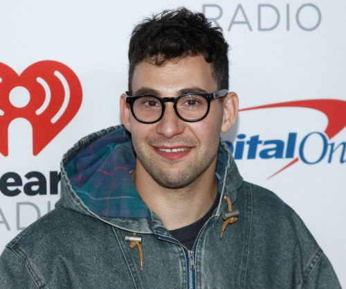 Jack Antonoff cozies up to model after Lena Dunham split