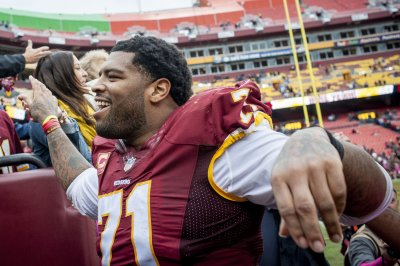 49ers agree to record $138M deal with veteran OT Trent Williams