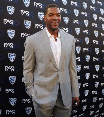 Michael Strahan named 'Live!' co-host