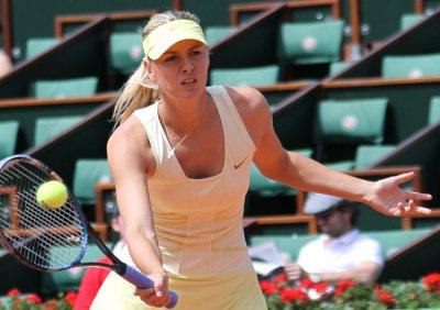 Li, Sharapova complete French Open semis